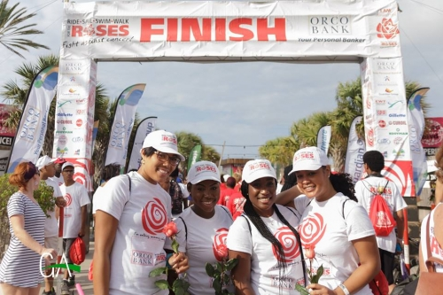 E di 13 edishon di Ride, Swim & Walk for the Roses tambe a kana zetá